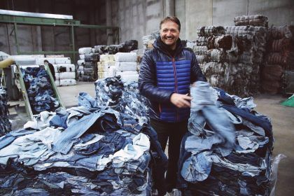 About-MUD-Jeans-Bert-in-Recycle-Factory